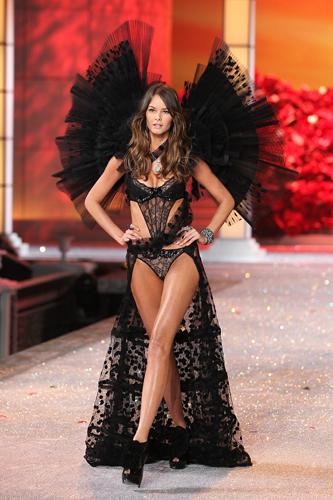 Victoria's Secret 2012 Fashion Show Flavia de Oliveira